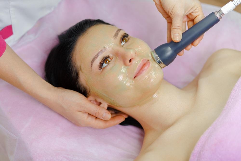 Limpieza de cara para eliminar puntos negros e impurezas
