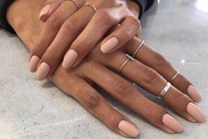 nude manicura